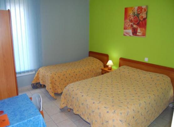 HOTEL LE PETIT LOGIS BEAUMONT 1