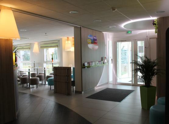 First-Inn-Hotel-salle-hall-accueil-Blois©First-Hotel-Blois