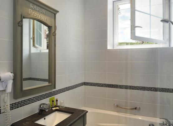 villa-marjane-sdb-grande-chambre-double