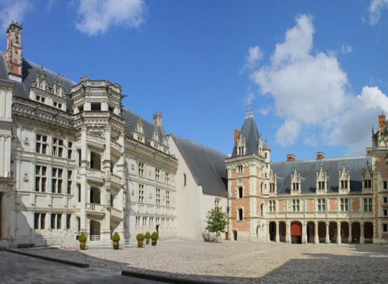 (435)chateau-royal-escalier-francois1er-blois©CHATEAUROYALBLOIS-dlepissier
