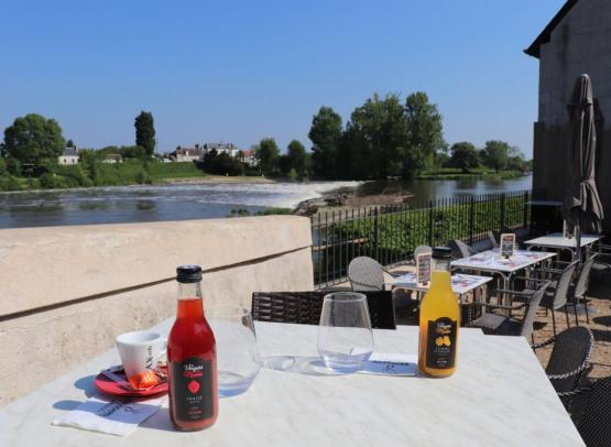 Brossard-LMDP-terrasse-jus-de-fruit