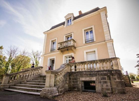 LaSAULAIE-chateau-ext -min